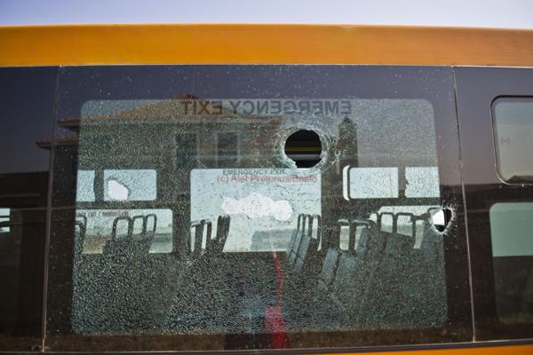 030715w NUUS BEELD Putco bus wat vanoggend op geskiet in in Solomon Mahlangu straat net buite Mamelodi. Die taxi bestuurders is ongelukkig omdat Autopax hulle roetes oorneem.  4 mense is glo raakgeskiet.  3 passesiers en die bestuur.  foto:  Alet Pretorius NUUS-NOORD storie:  Leanne George